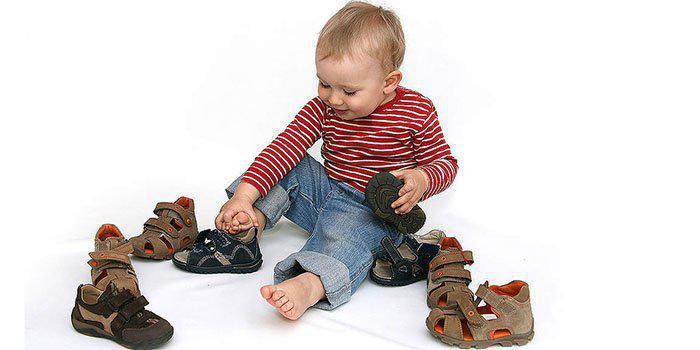 ۱۰ فرمان برای خرید کفش کودکان