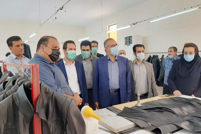بازدید فرماندار و مسئولان قضایی قرچک از فاز توسعهای کارخانه «نوین چرم»